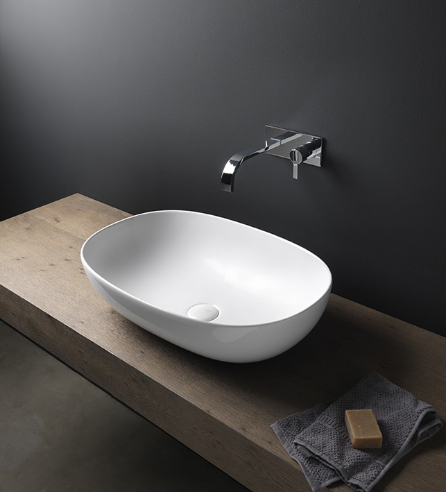 Lay-on-washbasin-milk-light-nic-design