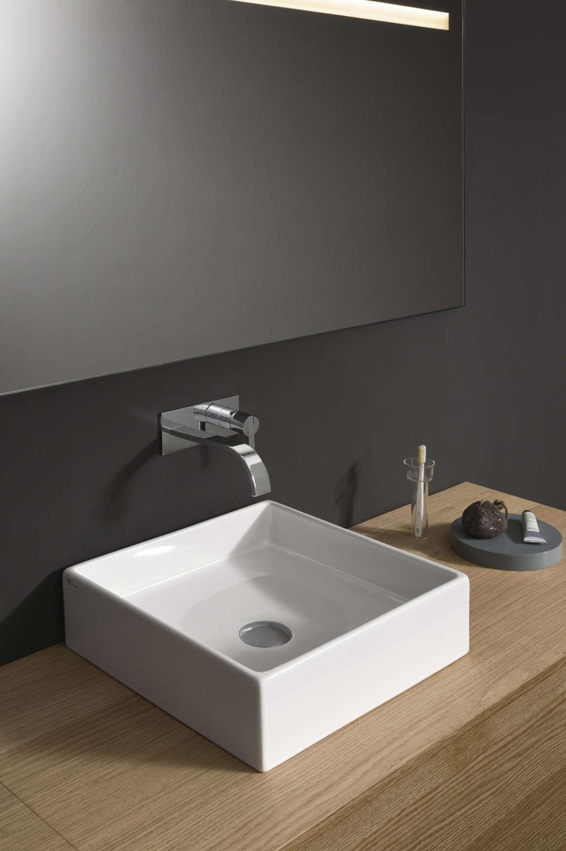 lay-on or wall-mounted washbasin ceramic nic design canale