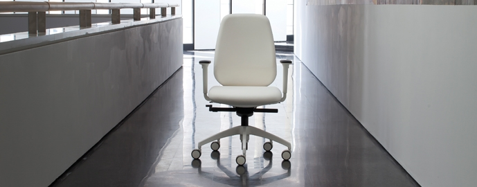 Luxy PRATICA office chair with white armrests