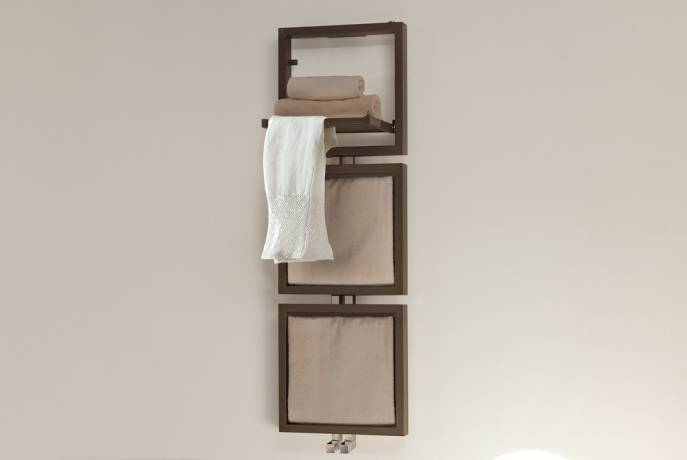 DELTACALOR TRIS heated towel rails with linen
