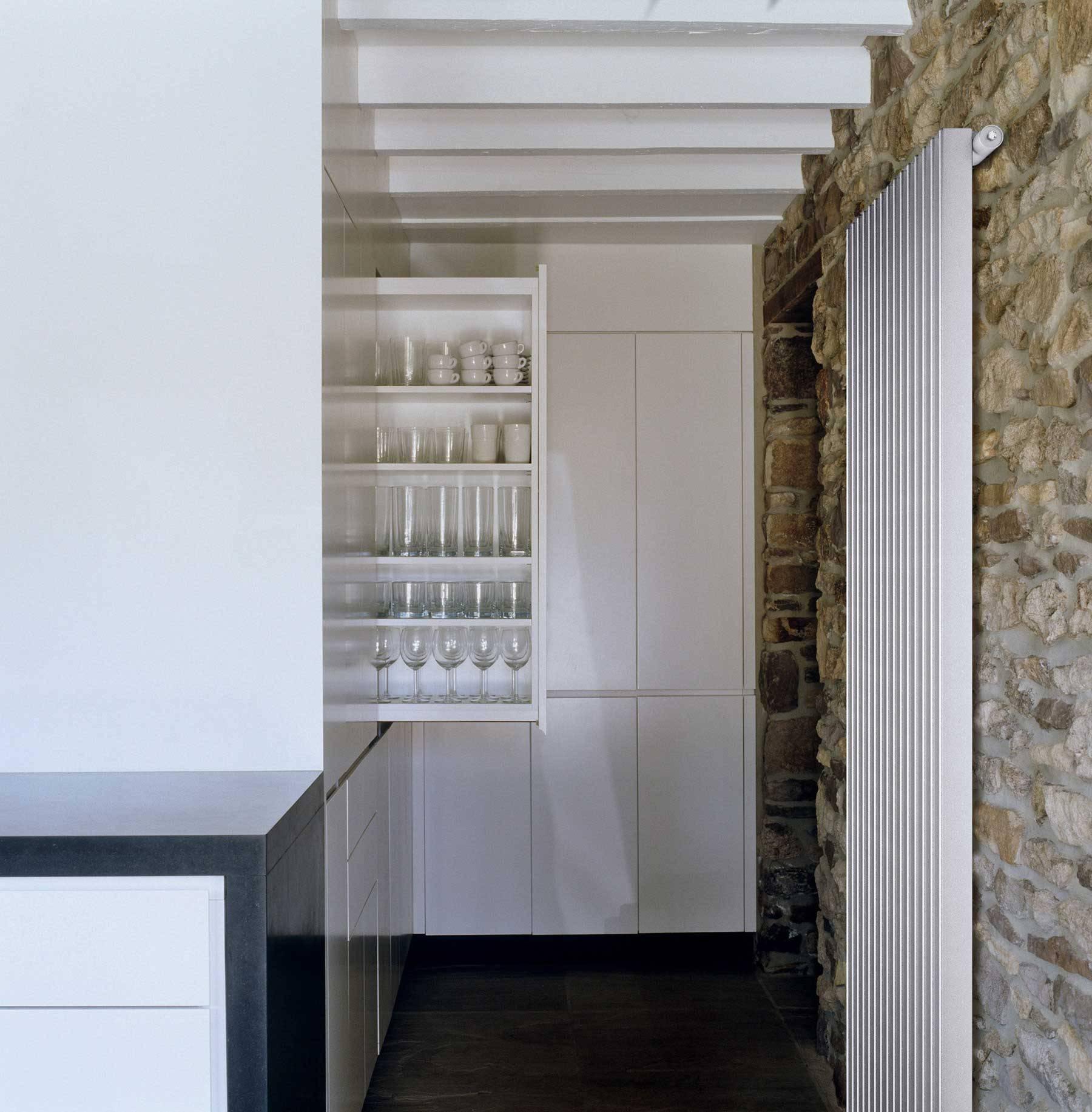 Termoarredo Arezzo_bianco_ambiance_stone-kitchen