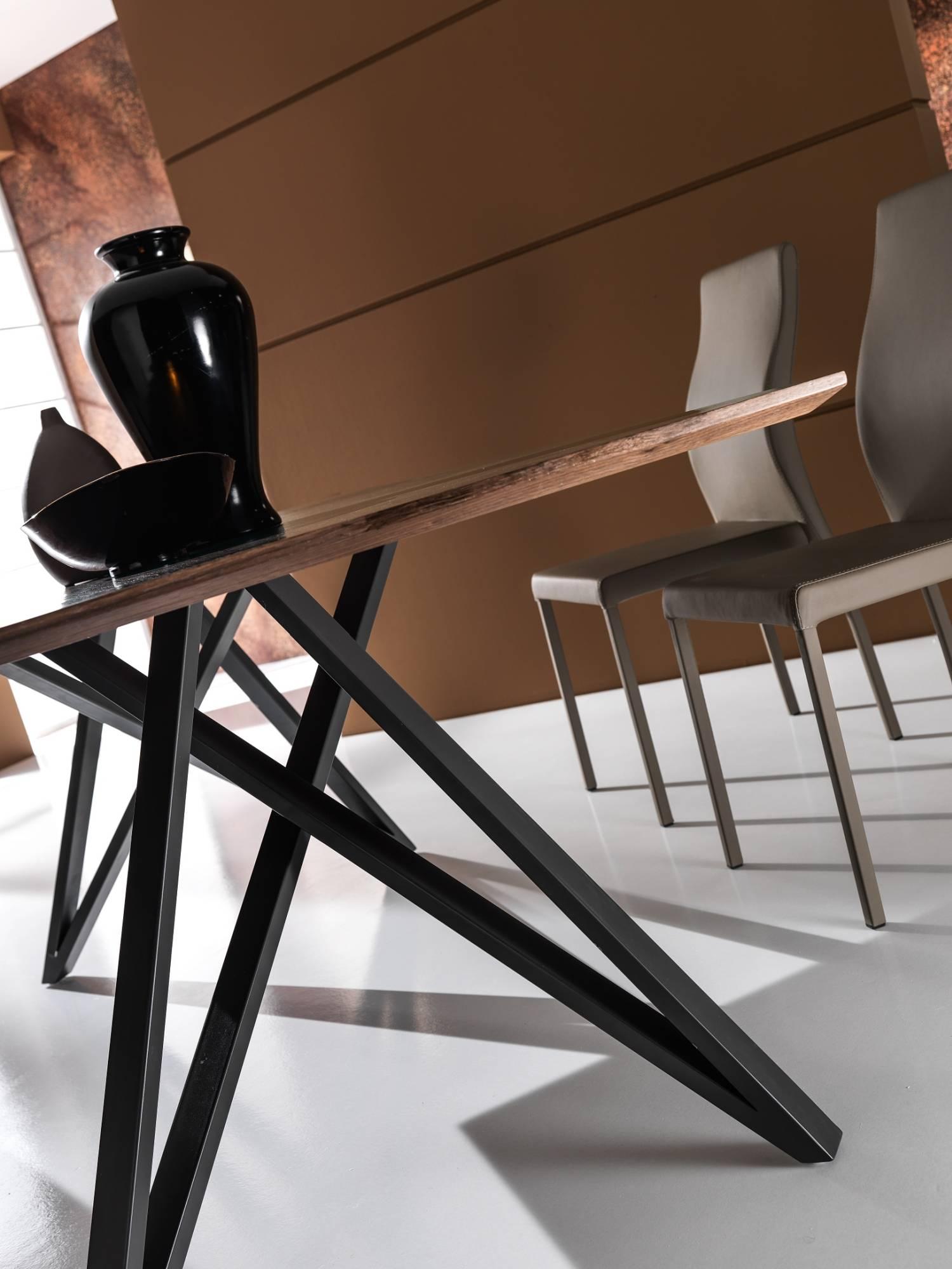 Tavolo_da_pranzo_in_legno_e_metallo_maxhome_modello_buddy