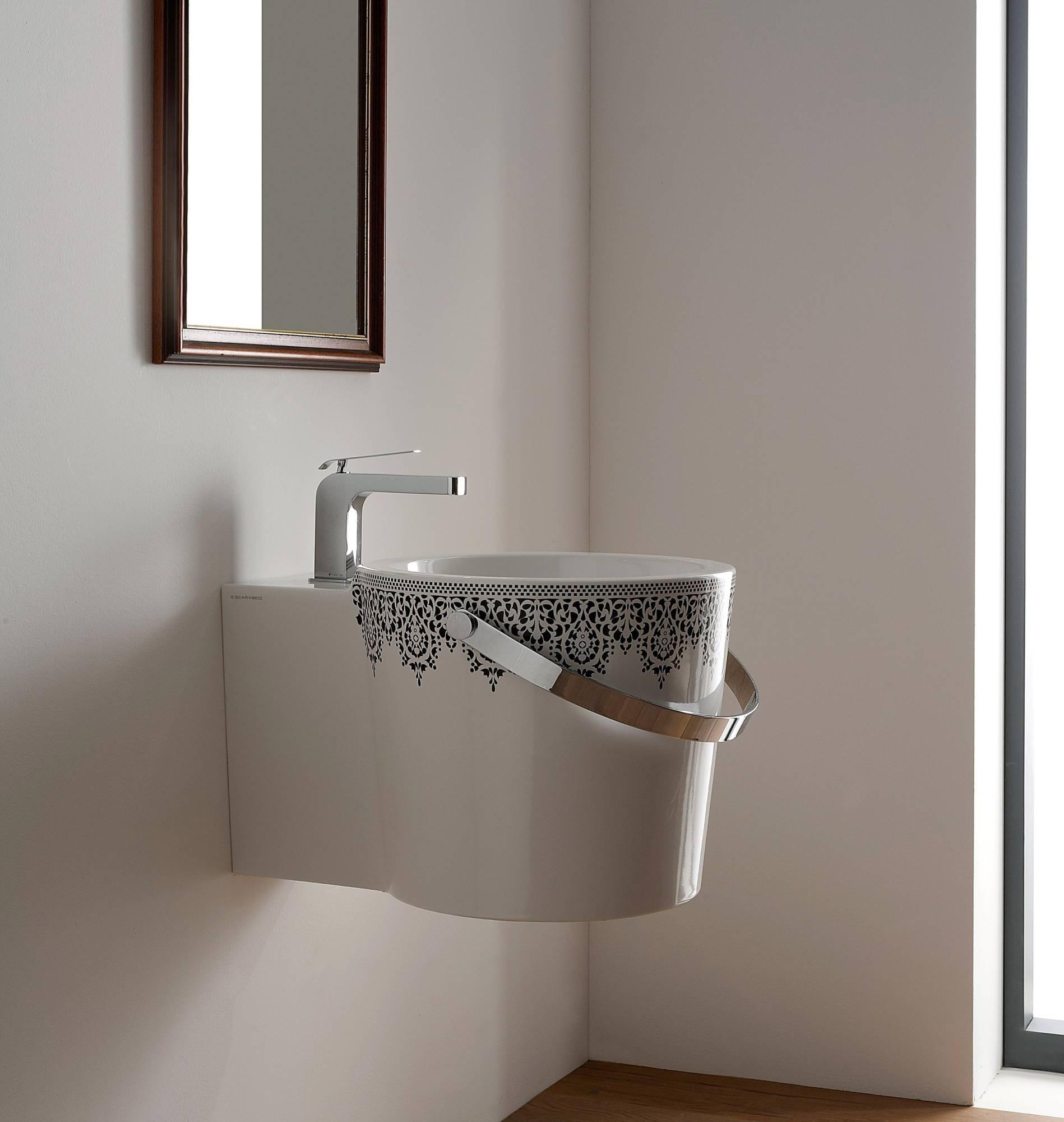 lavabo_da_appoggio_o_sospeso_bianco_decorato_colorato_scarabeo_bucket
