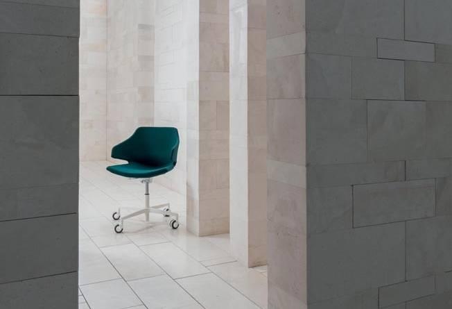 seduta_operativa_ufficio_meraviglia_alzata_a_gas_piastra_girevole_base_alluminio_luxy