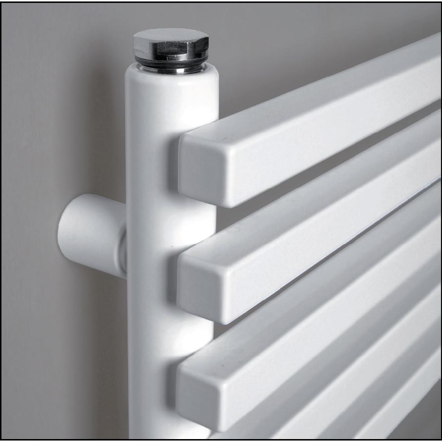 sèche-serviettes salle de bain blanc coloré détail tubes brem plank